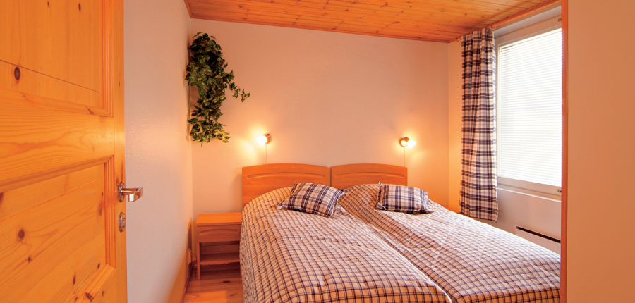 Finland-Lapland_Levi_Levi-Cottages_twin-bedroom.jpg